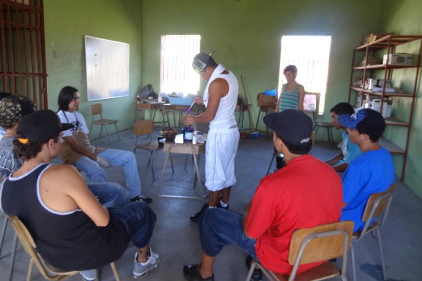 Solidaridad universitaria llega a centros penales5