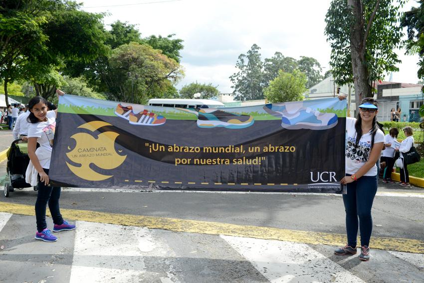 UCR celebra la caminata Un Abrazo Mundial2