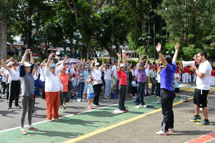 UCR celebra la caminata Un Abrazo Mundial3
