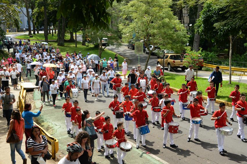 UCR celebra la caminata Un Abrazo Mundial7