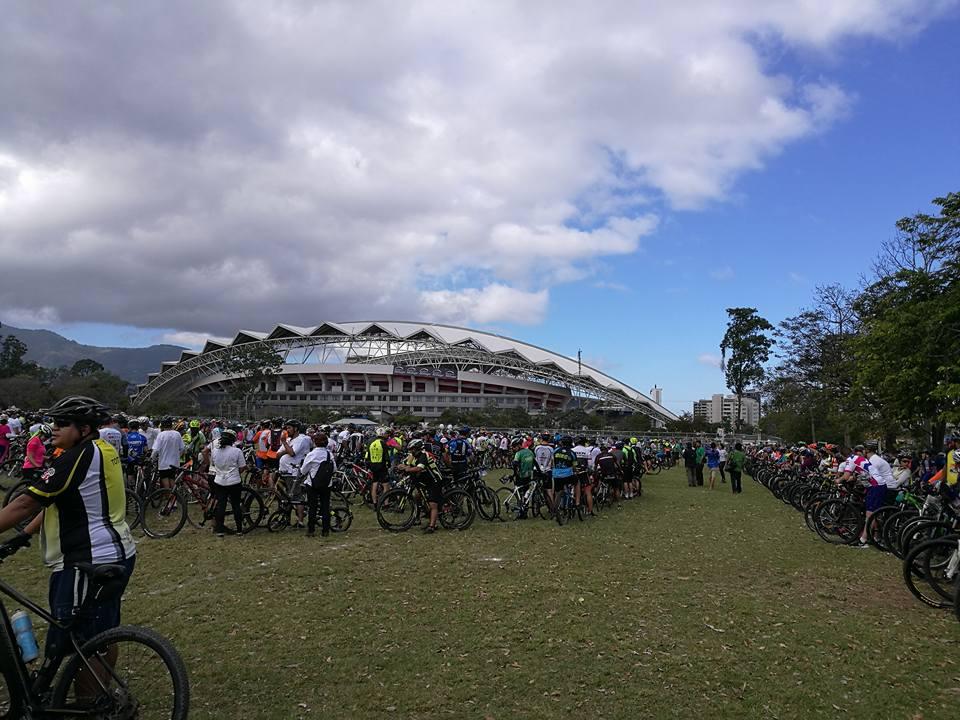 Miles de ciclistas3