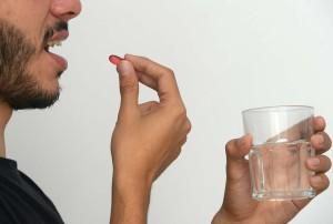UCR Automedicarse por dolor de cabeza podria ocultar la presencia de un tumor