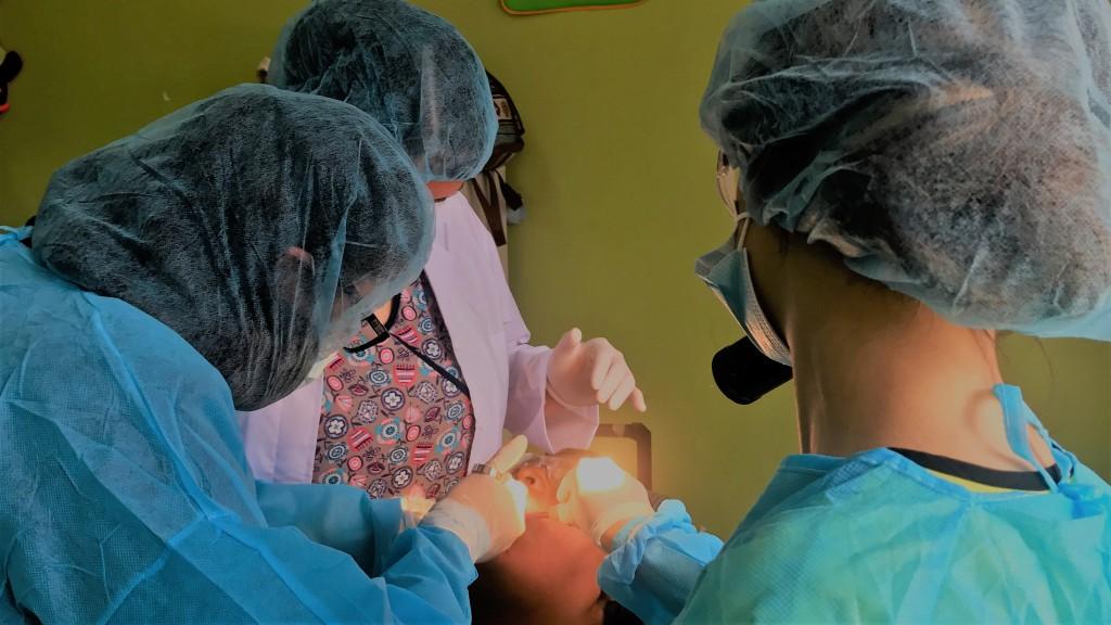 UCR Estudiantes de Odontologia devuelven sonrisas2