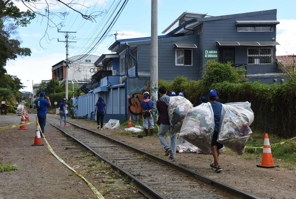 Fundacion UCR embellece y da seguridad a los alrededores de la linea del tren en San Pedro2