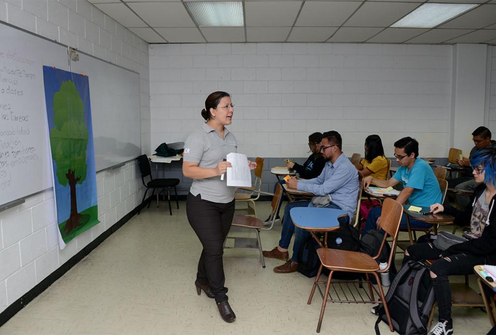 UCR Escuela de Matematica motiva a estudiantes para reducir desercion en Precalculo2
