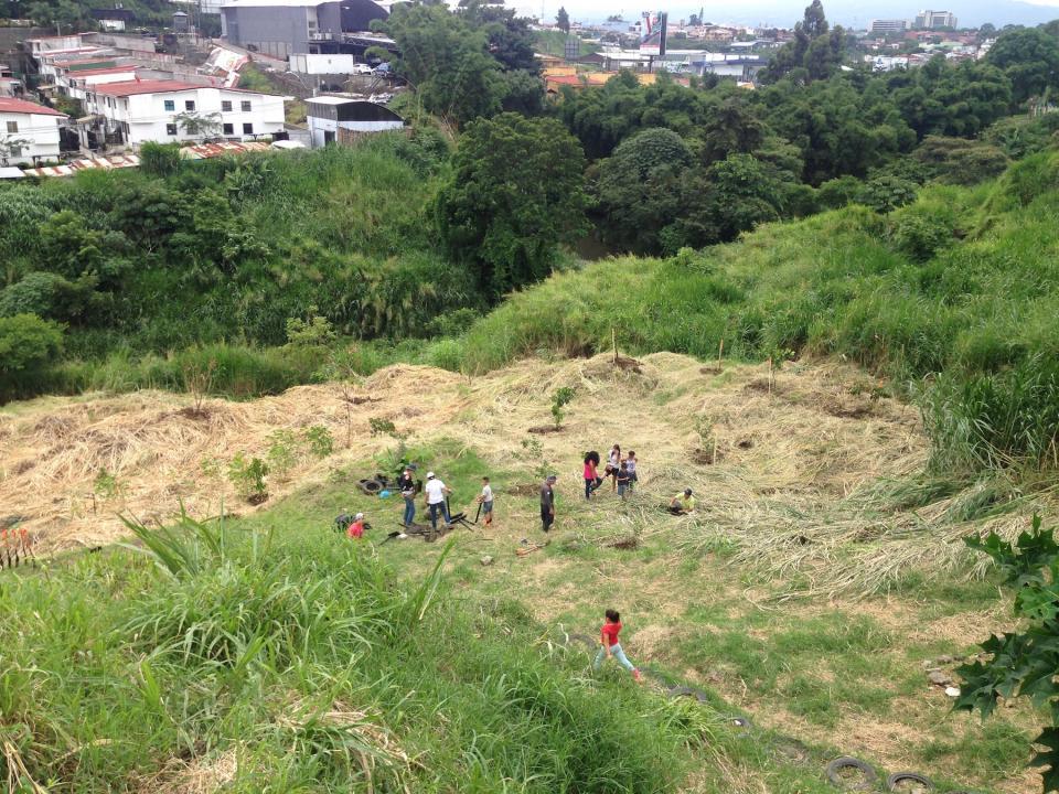 UCR Iniciativa estudiantil y comunidad de Los Cipreses reconstruyen la historia del barrio4