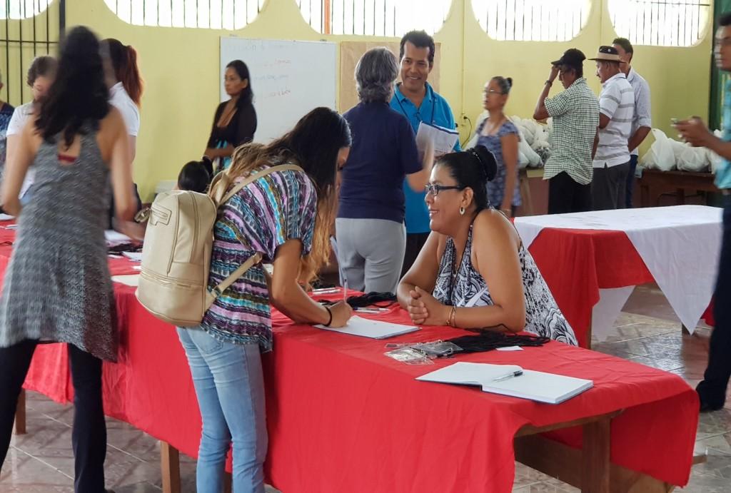 La población joven de las 13 comunidades llamadas en esta primera asamblea distrital en San José de Upala acudió con gran interés para comunicar sus inquietudes y propuestas. (fotografía María Peña).