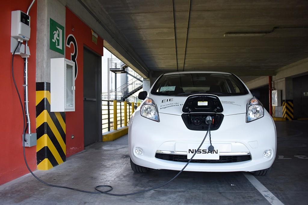 UCR marcha directamente hacia una completa movilidad electrica4