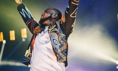 Davido Fulfils Concert Promise, Presents Each Fan With 1 Million Naira Cash