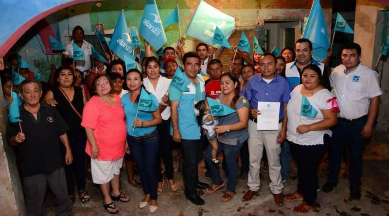 Renan Jimenez del Partido Verde declina a favor de MORENA de Peto.