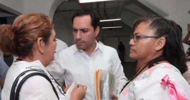 Ofrece Gobernador Mauricio Vila Dosal trato digno para los maestros yucatecos