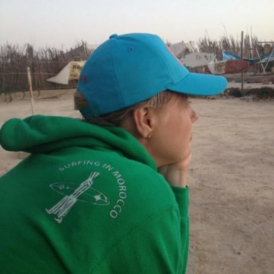Начинающий серфер Александра | Отзывы школа серфинга в Марокко Surf-Burg