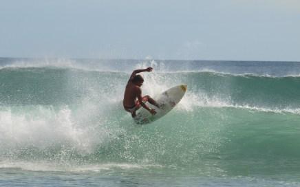 Surfeur à playa Maderas San Juan del Sur Nicaragua
