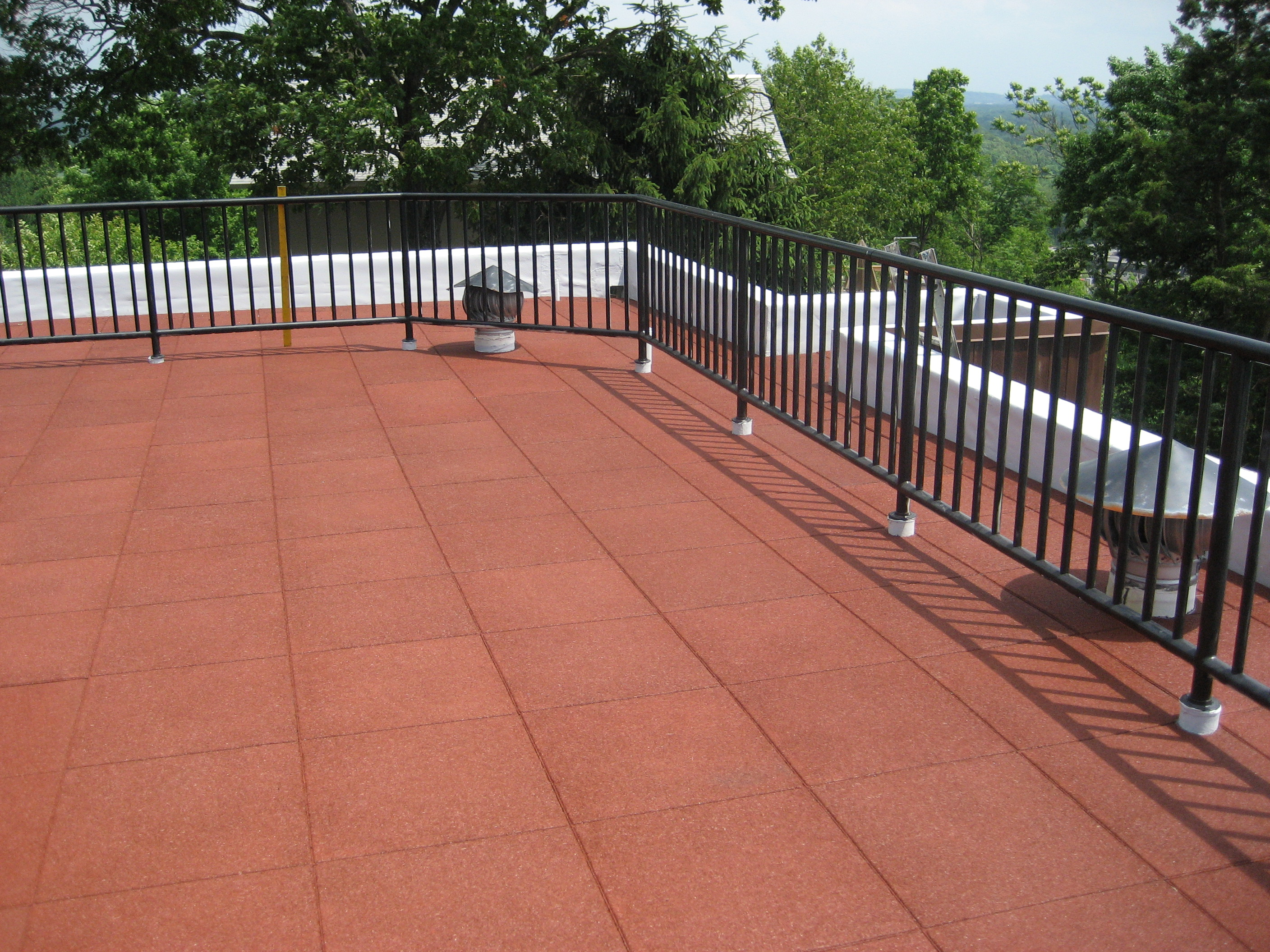 Roof Stone Pavers & Best Exterior Decoration With White