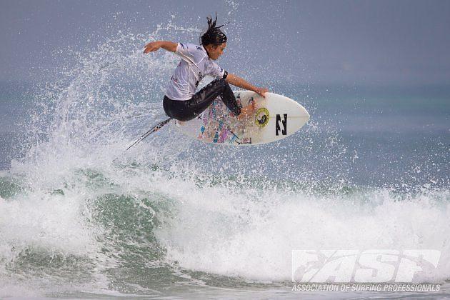 5 girl surfers preparing to dominate  Surfd