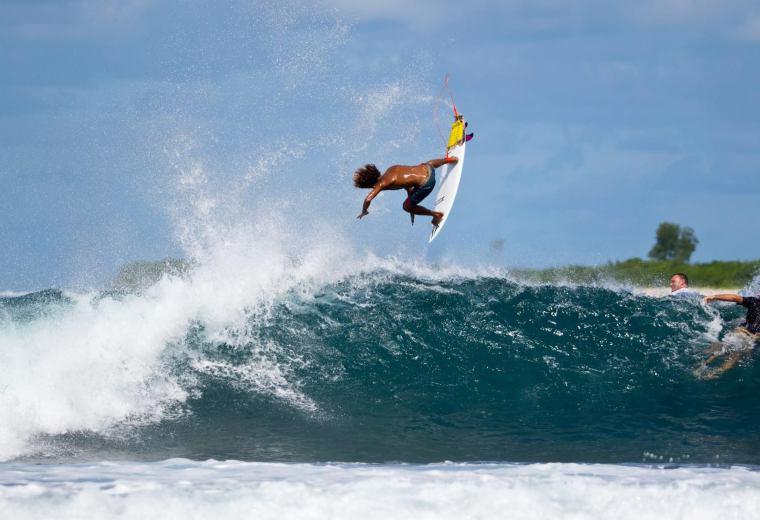 La estrella costarricense, Cali Muñoz, confirmó en su cuenta de facebook, que ya no será parte del team internacional de surf de Volcom.