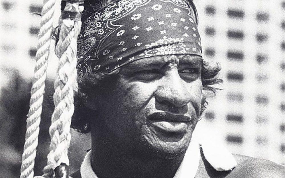 """ハワイの伝説的ライフガードであるサーファー""""エディ・アイカウ""""の生涯"""