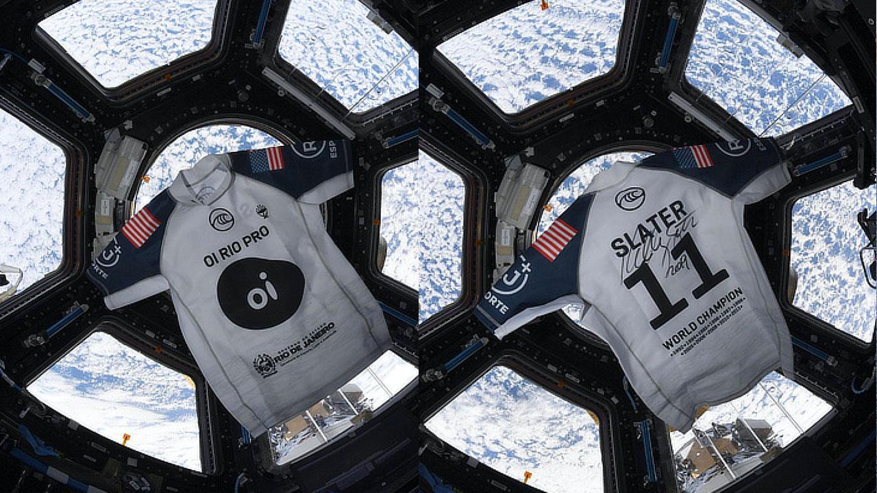 ケリースレーターのサイン入りユニホームがついに宇宙へ!