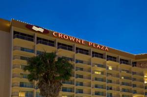 crowne-plaza-ventura hotel logo
