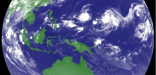 台風15号16号同時発生