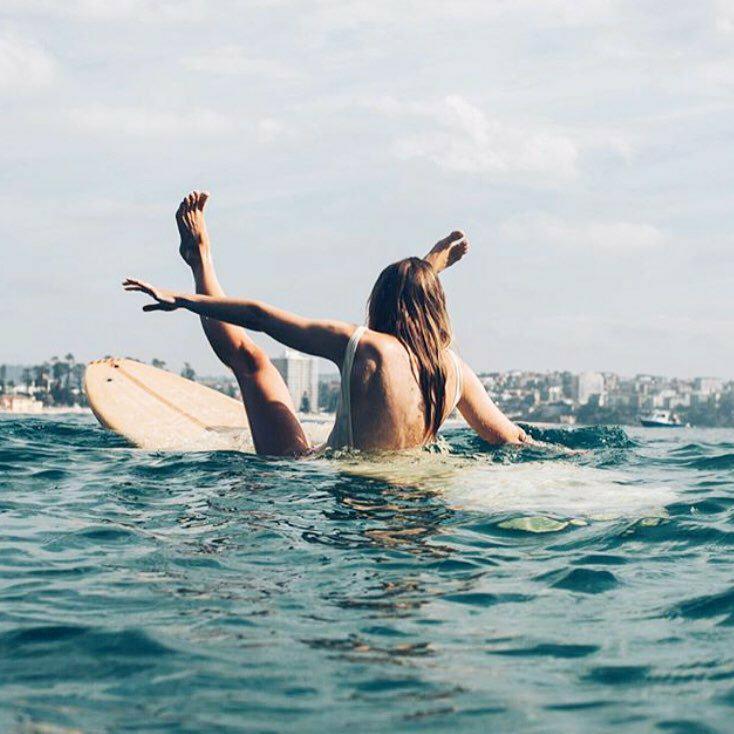Jak siedziec na desce surfingowej