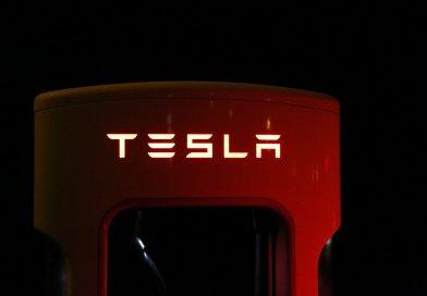 Tesla переезжает из-за чиновников