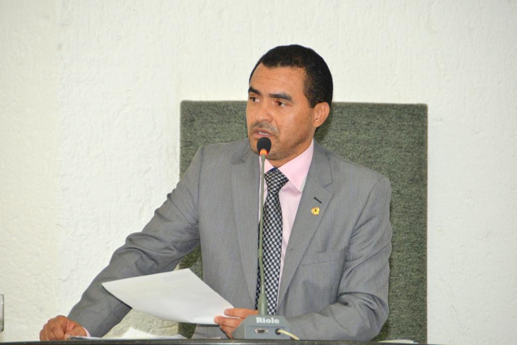 Wanderlei Barbosa cobra negociações para pôr fim à greve dos professores de Palmas