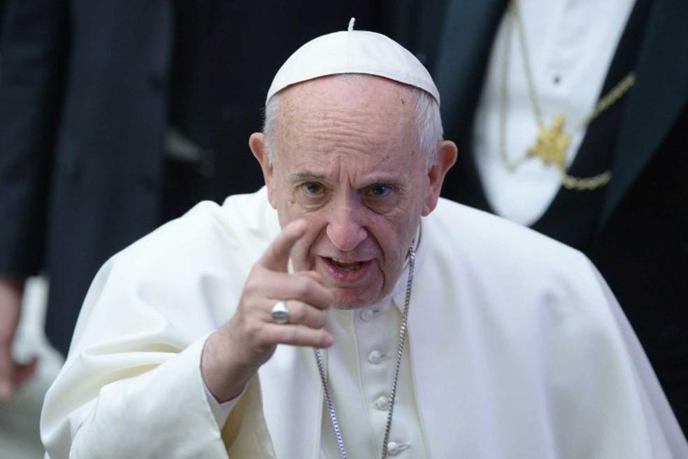 "Ataque coordenado de grupos católicos conservadores norte-americanos contra Francisco ganha característica de ""guerra civil"" e põe em risco o futuro do seu pontificado"