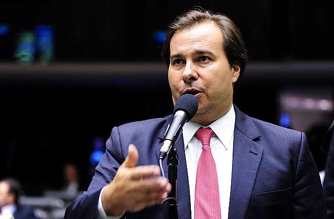 Rodrigo Maia critica uso das Forças Armadas e volta a defender redução de impostos para combustíveis