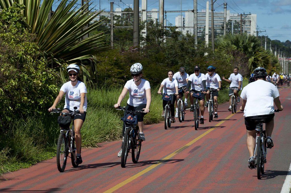 Dia do Ciclista: Empresas liberam espaço para funcionários guardarem as bikes