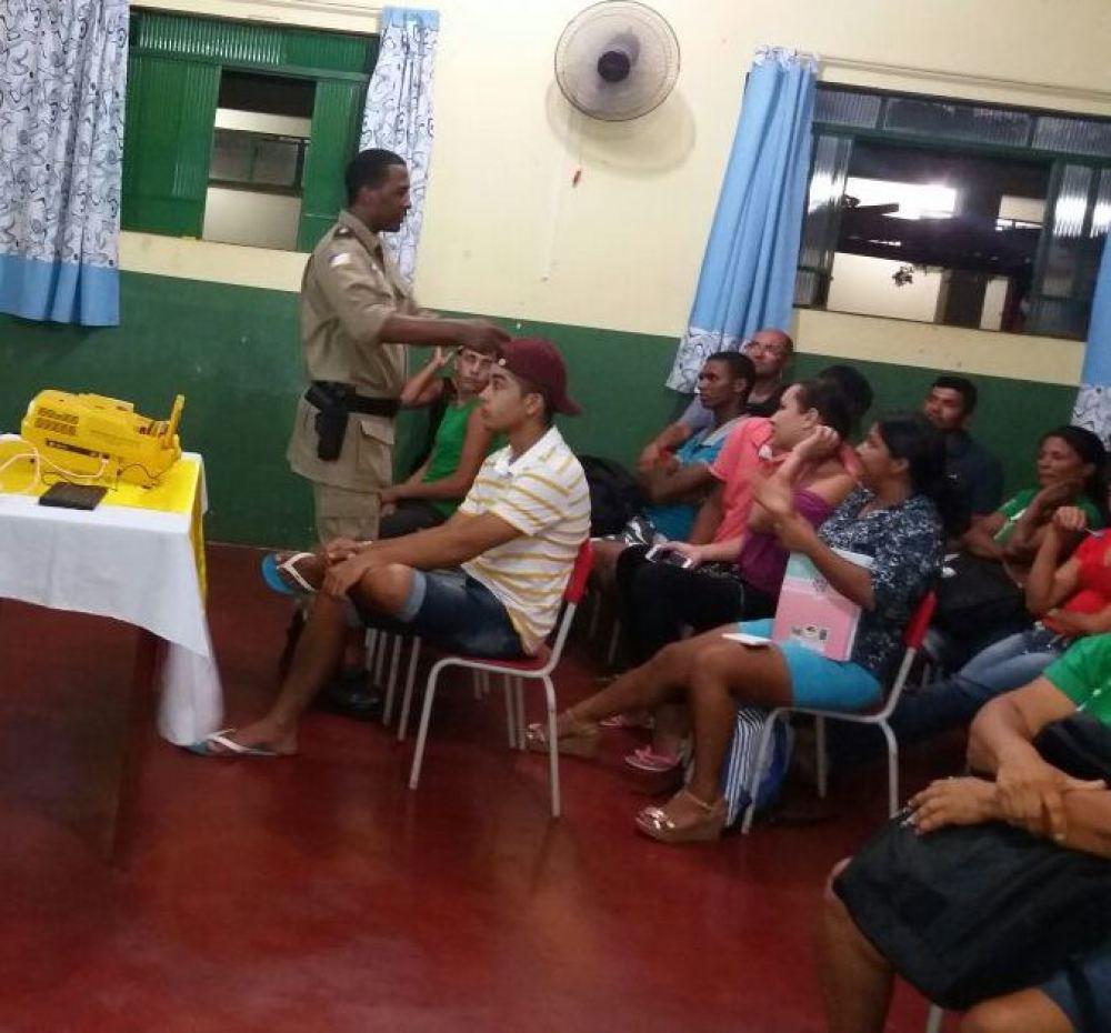 Família, escola e sociedade é tema de palestra promovida pela PM em Araguatins