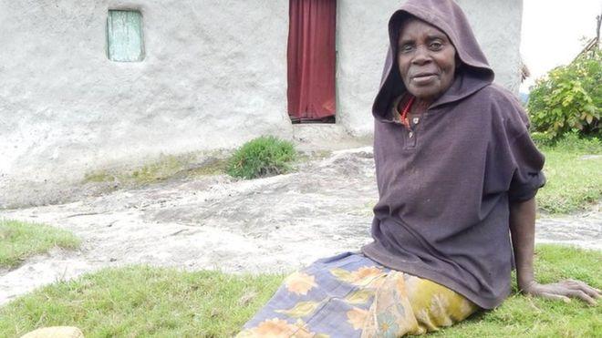 A mulher que sobreviveu após ser abandonada grávida, aos 12 anos, pela família em ilha para morrer