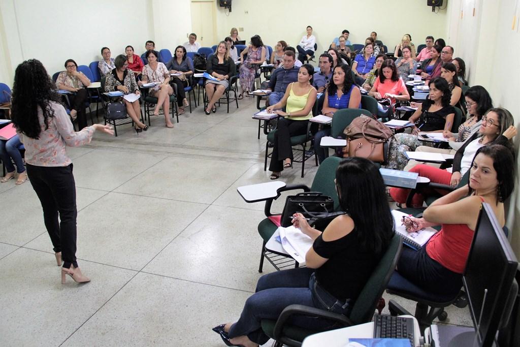 Liderança é tema do primeiro dia de formação do Programa Escola Jovem em Ação