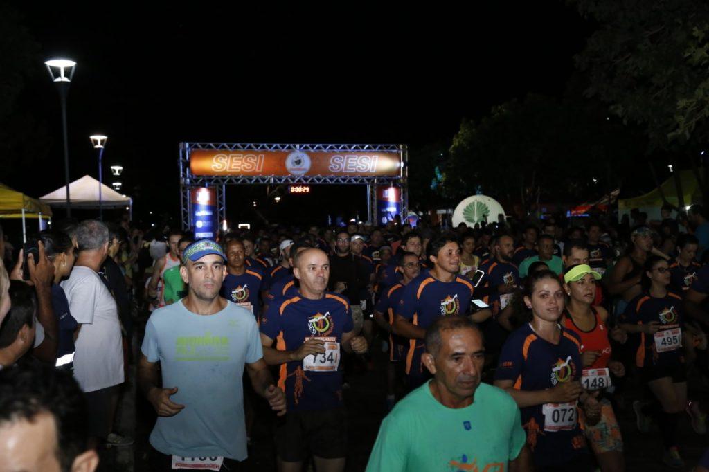 Corredores movimentam ruas de Palmas durante corrida do SESI