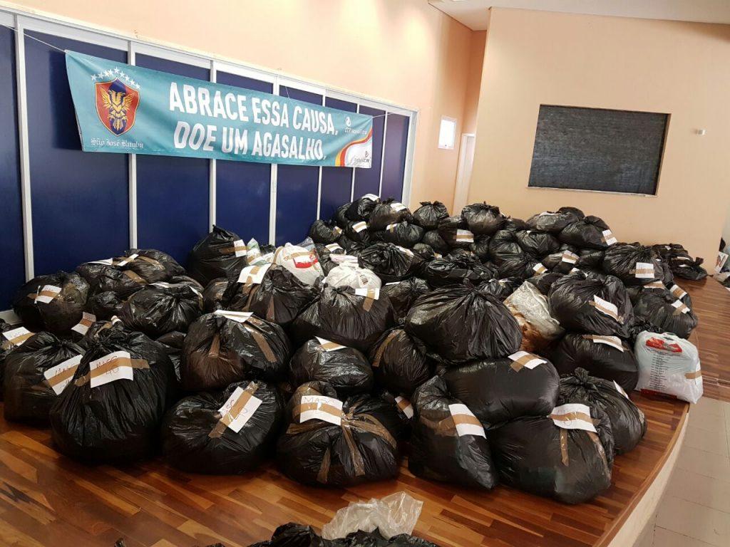 São José Rugby coleta 9,5 mil peças para a Campanha do Agasalho da CCR NovaDutra