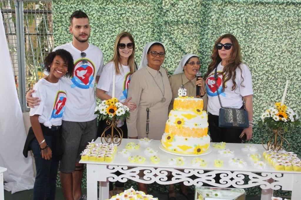 Kristhel Byancco, Gisela Markenson dentre outros comparecem a evento beneficente em Orfanato no Rio de Janeiro