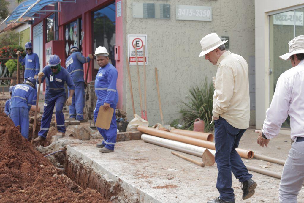 Prefeitura constrói calçadas acessíveis e com centro-guia em braile em Araguaína