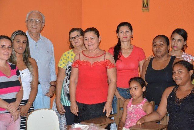 Prefeito realiza visita a Curso de Geração de Renda em setor de Paraíso TO