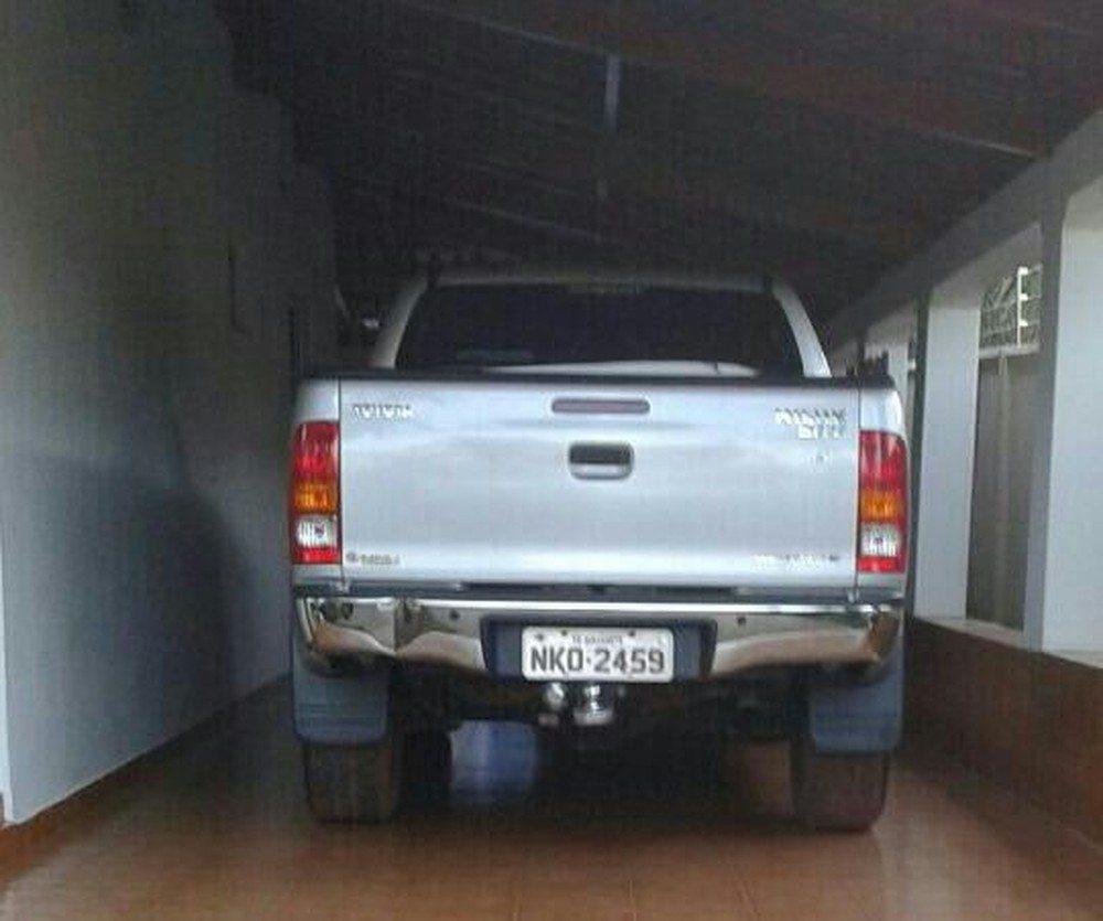 Ladrões amarram vítima em banheiro, levam caminhonete e R$ 300 mil em cheques