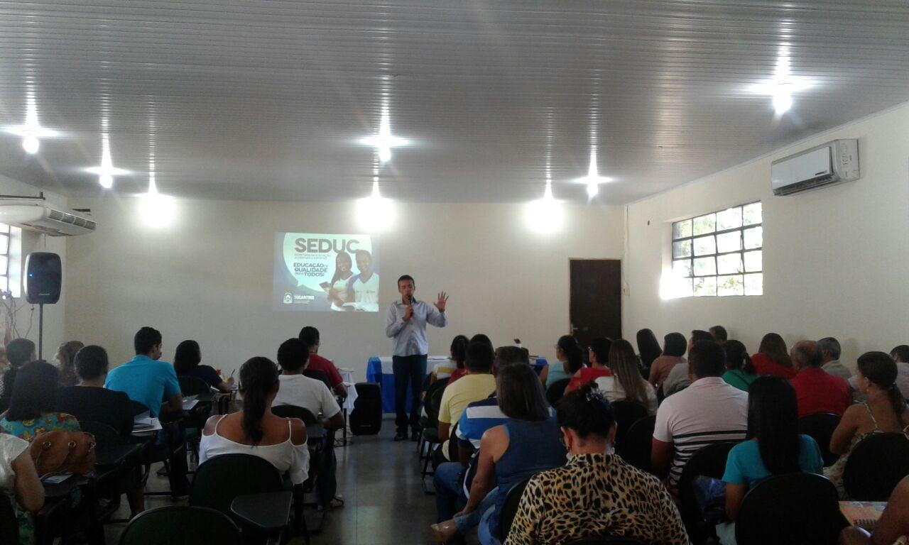 Escolas de Tocantinópolis participam de formação sobre o Censo Escolar da Educação Básica