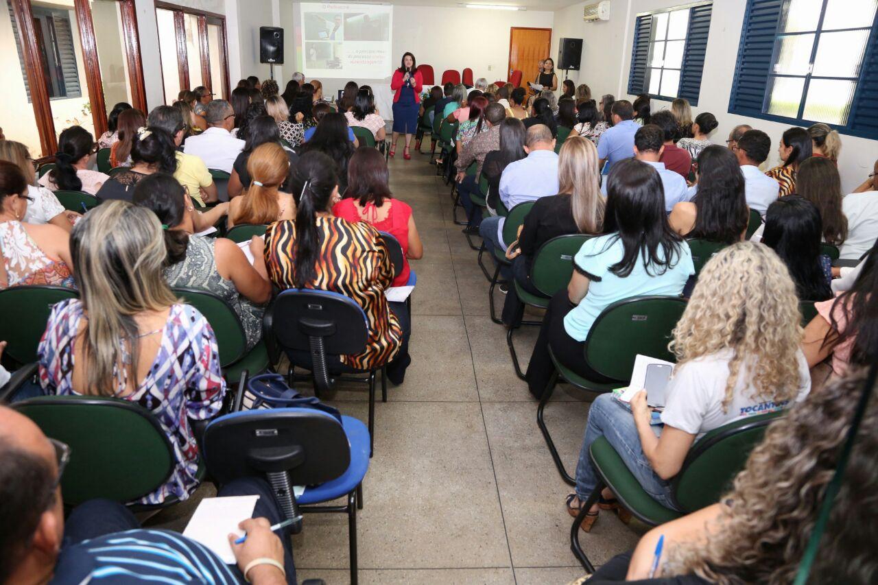 Proposta pedagógica e metas para 2017 são discutidas com para coordenadores e diretores da DRE de Porto Nacional