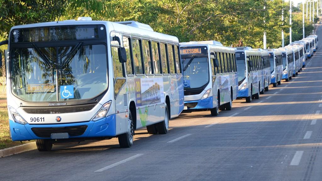 Novos ônibus climatizados entram em circulação nesta segunda-feira, 26