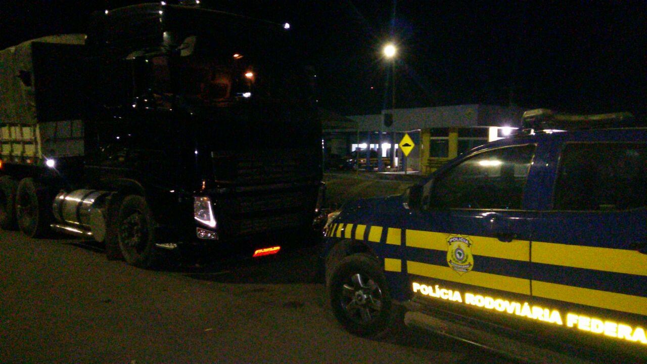 PRF Guarai flagra caminhoneiro com 17 toneladas de carga excedente na BR 153