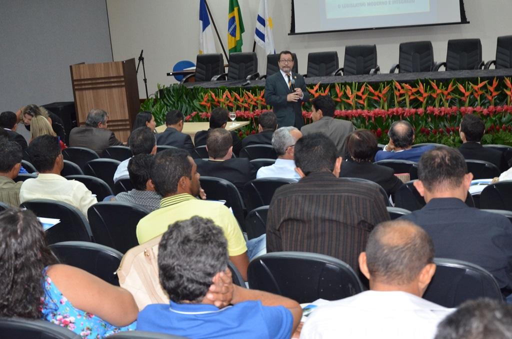 Lei Orgânica adequada à realidade de cada município é um desafio, diz coordenador do Instituto Legislativo Brasileiro