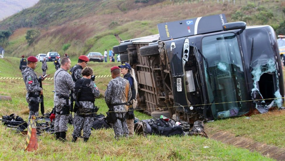 Acidente com ônibus da Força Nacional fere oito