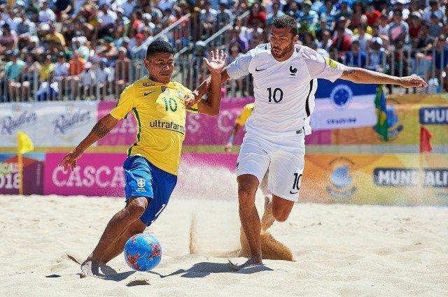Brasil bate a França e vai à final contra Portugal no Beach Soccer