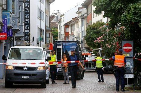 Homem fere 5 pessoas com motosserra na Suíça