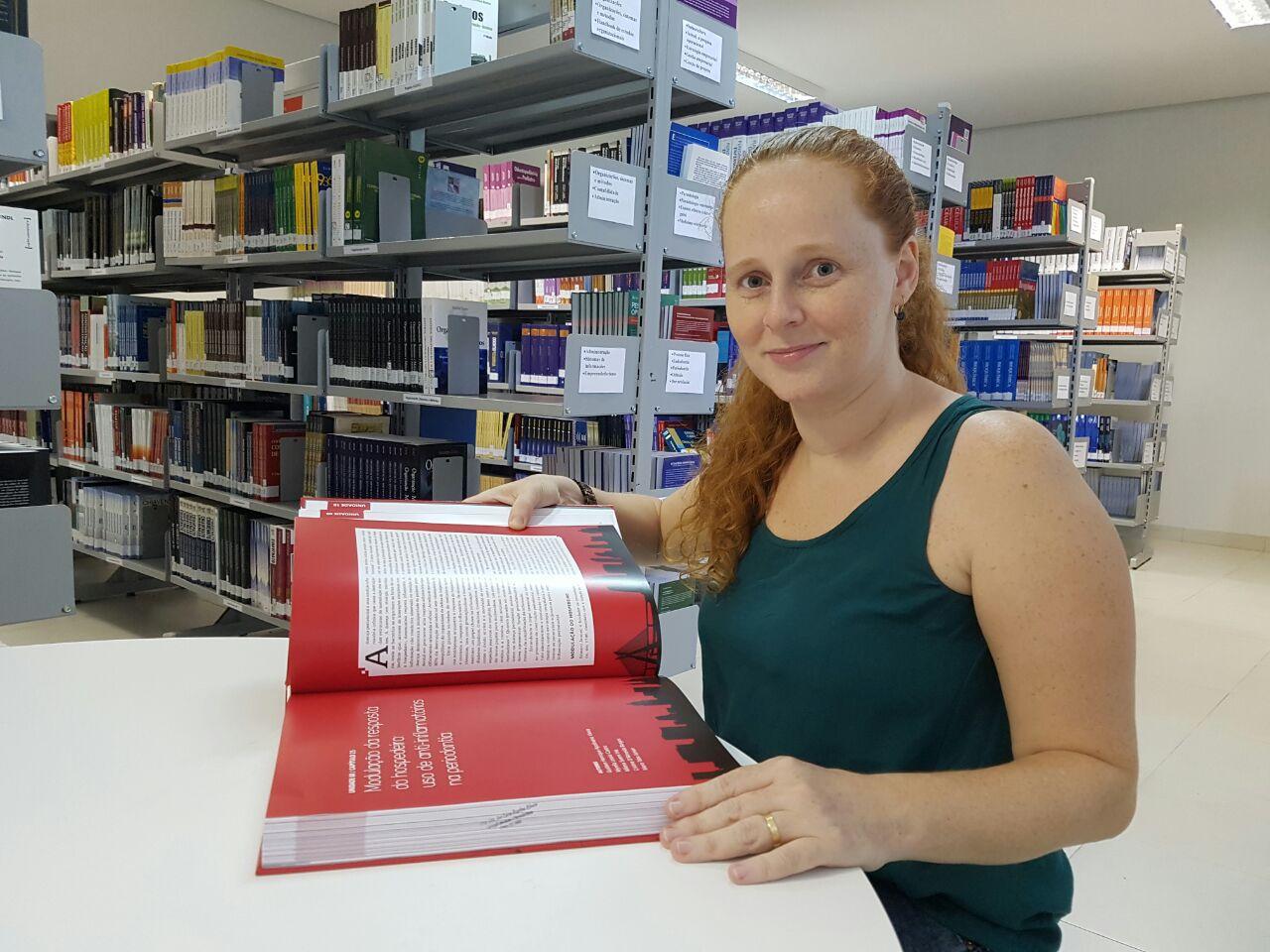 Professora Myrella, da FACIT, é co-autora de livro nacional na área da Odontologia