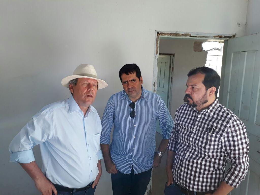 Marcus Marcelo visita obra do centro de esterilização de caninos e felinos