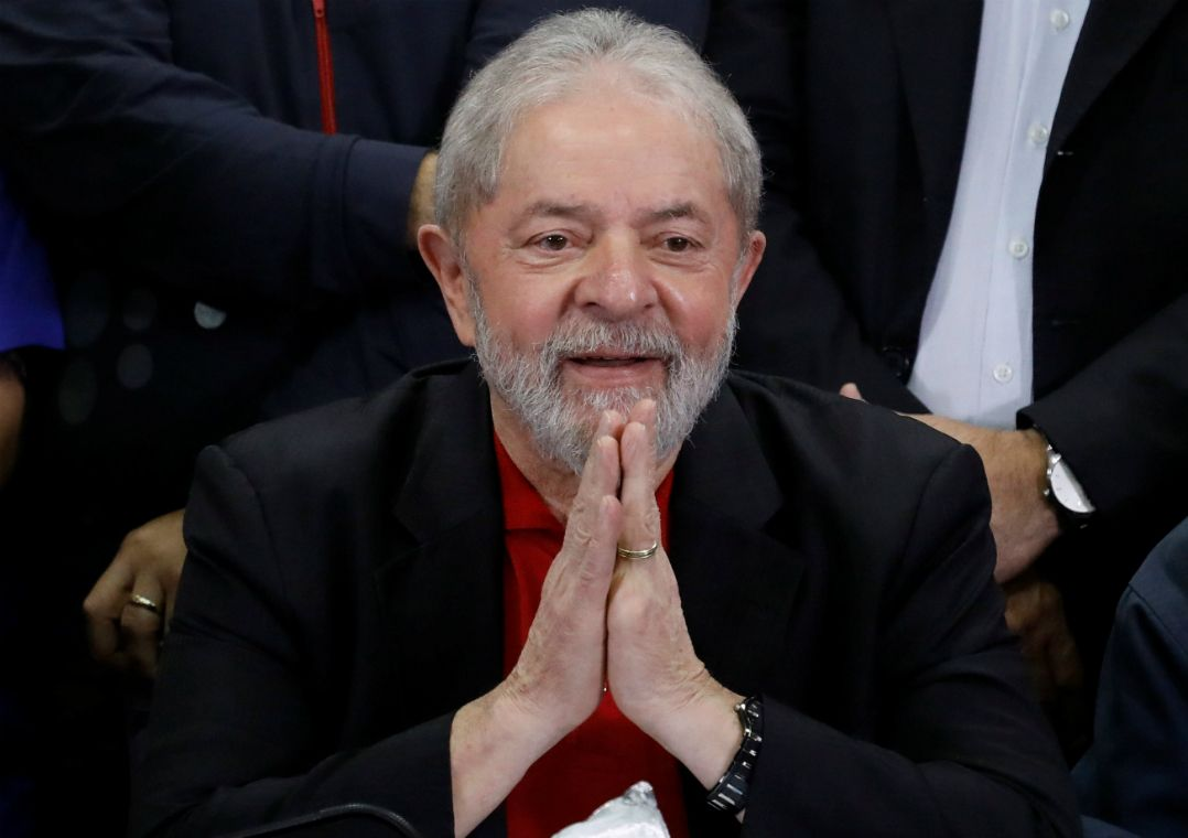 Parlamentares do PT visitam Lula com verba pública